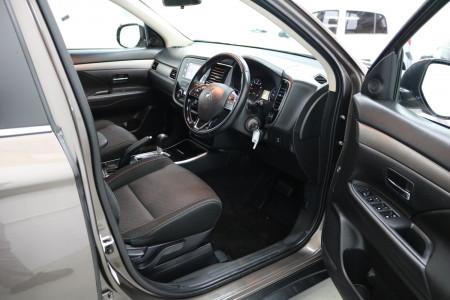 2017 MY18.5 Mitsubishi Outlander ZL ES Suv Image 4