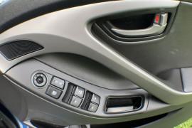 2015 Hyundai Elantra MD3 SE Sedan Image 4