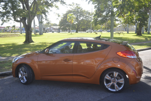 2012 Hyundai Veloster FS Coupe Hatchback Image 2