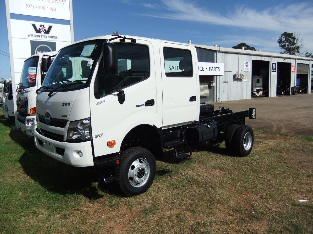 2021 Hino 817 Medium Crew 4x4 Truck