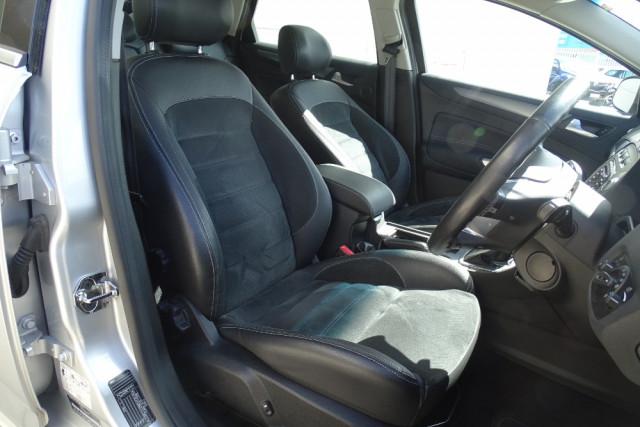 2014 Ford Mondeo Titanium Hatch 18 of 21