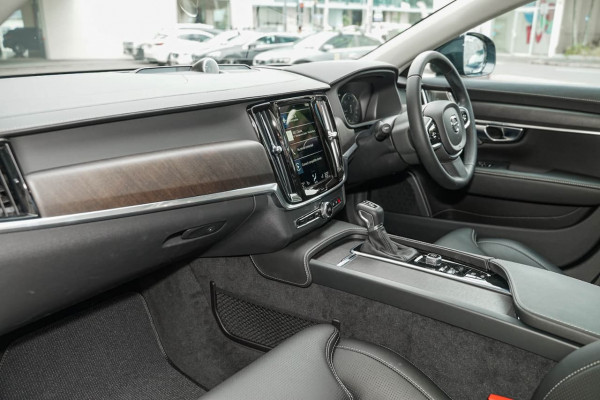2019 Volvo V90 Cross Country P Series D5 Wagon Image 5