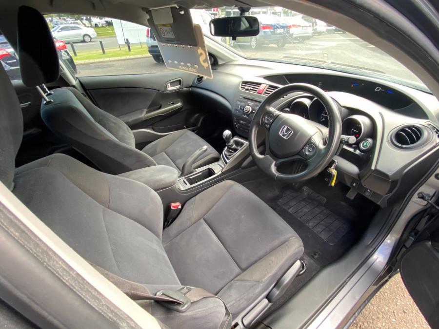 2013 Honda Civic 9th Gen  VTi-S Hatchback Image 9