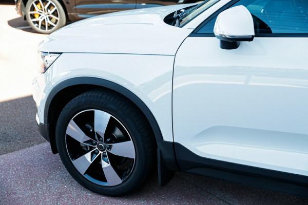 2018 MY19 Volvo XC40 XZ MY19 T4 Momentum Suv Image 4