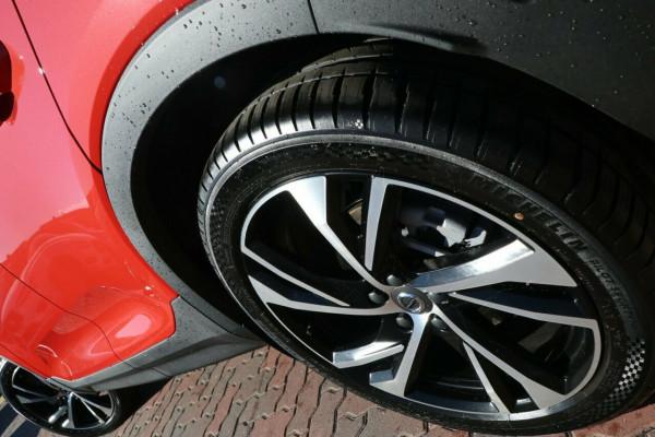 2021 Volvo XC40 XZ T5 R-Design Suv Image 5