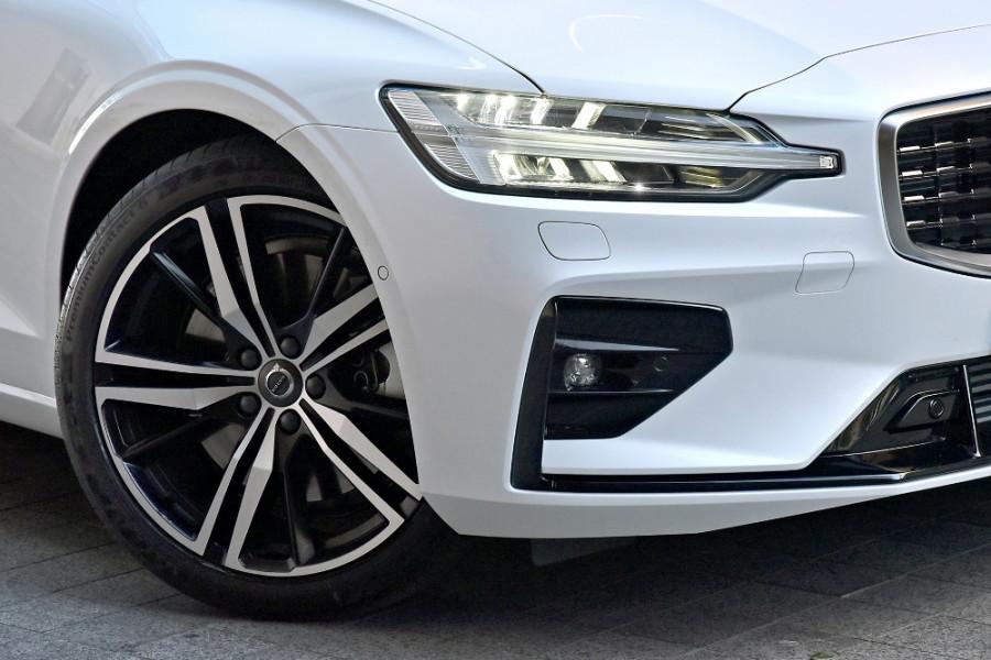 2020 Volvo V60 T5 R-Design T5 R-Design Wagon Mobile Image 5