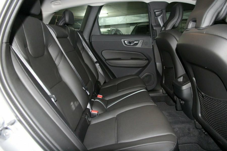 2019 MY20 Volvo XC60 UZ D4 Momentum Suv Mobile Image 7