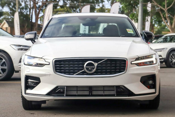 2020 Volvo S60 Z Series T5 R-Design Sedan Image 3