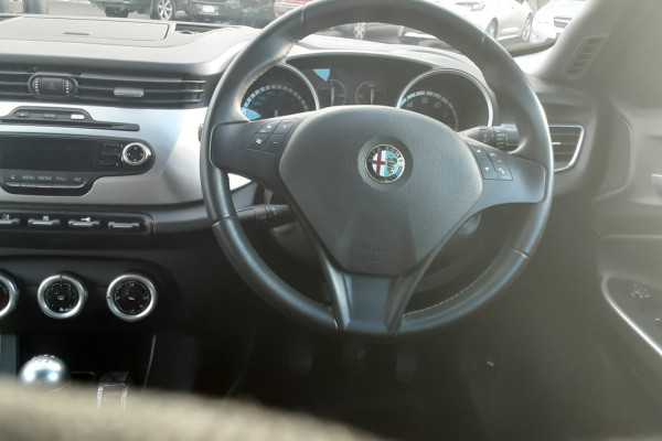 2013 Alfa Romeo Giulietta Series 0  Progressi Hatchback
