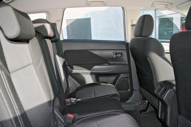 2020 Mitsubishi Outlander ZL MY20 ES Suv Image 7