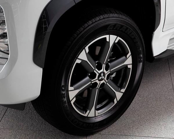 """Set of four 18"""" alloy wheel"""