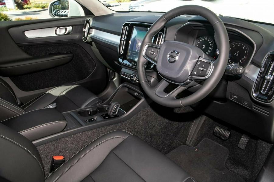 2020 MY21 Volvo XC40 XZ T4 Momentum Suv Image 6