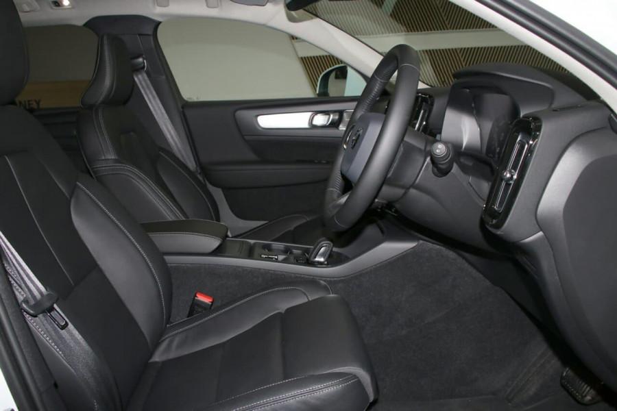 2020 Volvo Xc40 (No Series) MY20 T4 Momentum Suv Image 8