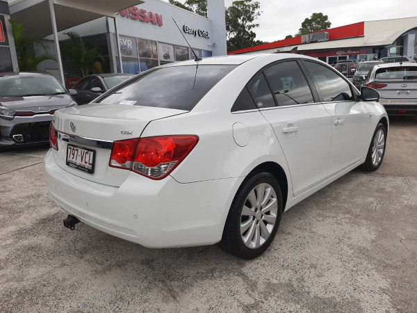 2011 MY12 Holden Cruze JH Series II  CDX Sedan Image 5