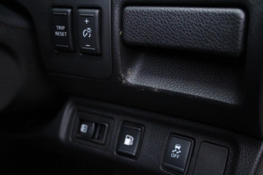 2017 Nissan Navara ST-X Image 19