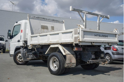 2013 Fuso Canter 715 Tipper Image 5