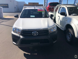 2015 Toyota HiLux TGN121R Workmate Cab chassis - single cab