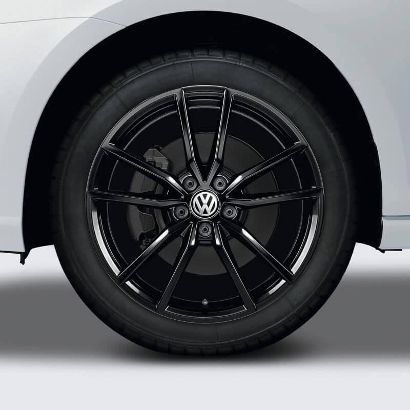 "18"" Black Pretorial alloy wheel"