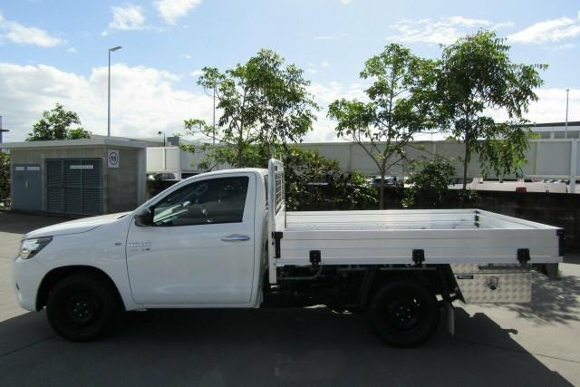 2015 Toyota Hilux GUN123R SR 4x2 Cab chassis Image 4