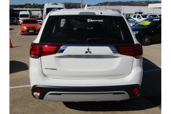 2019 Mitsubishi Outlander ZL ES Suv Image 5