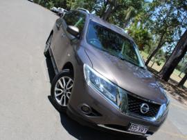 Nissan Pathfinder ST R5