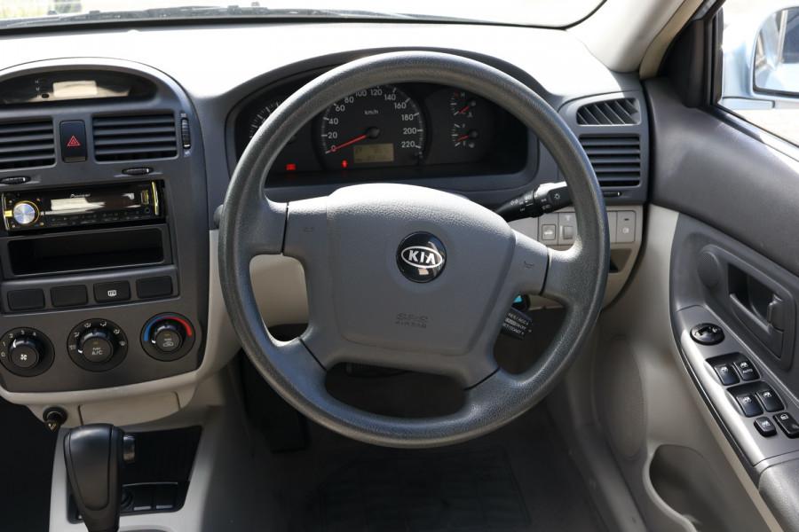 2005 MY04 Kia Cerato LD MY04 Sedan Image 9