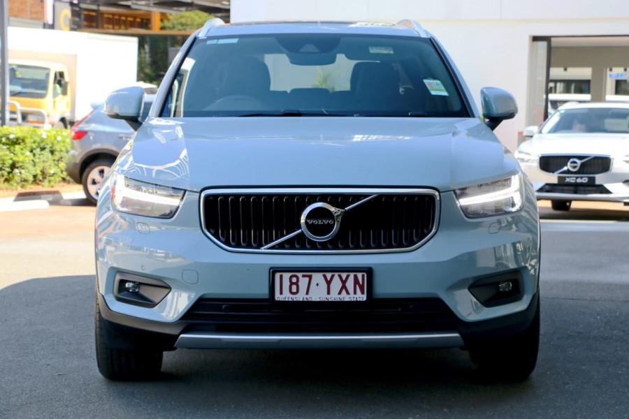 2019 Volvo XC40 XZ T4 Momentum Suv Mobile Image 2