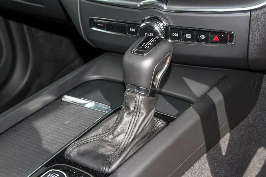 2018 MY19 Volvo XC60 UZ T5 Momentum Suv Mobile Image 16