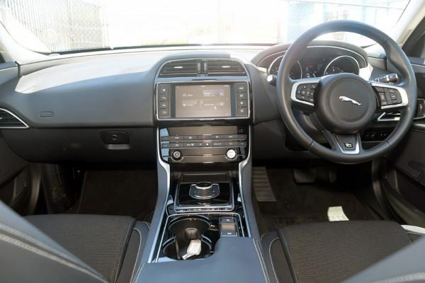 2016 MY17 Jaguar Xe X760 MY17 20d Sedan Image 4