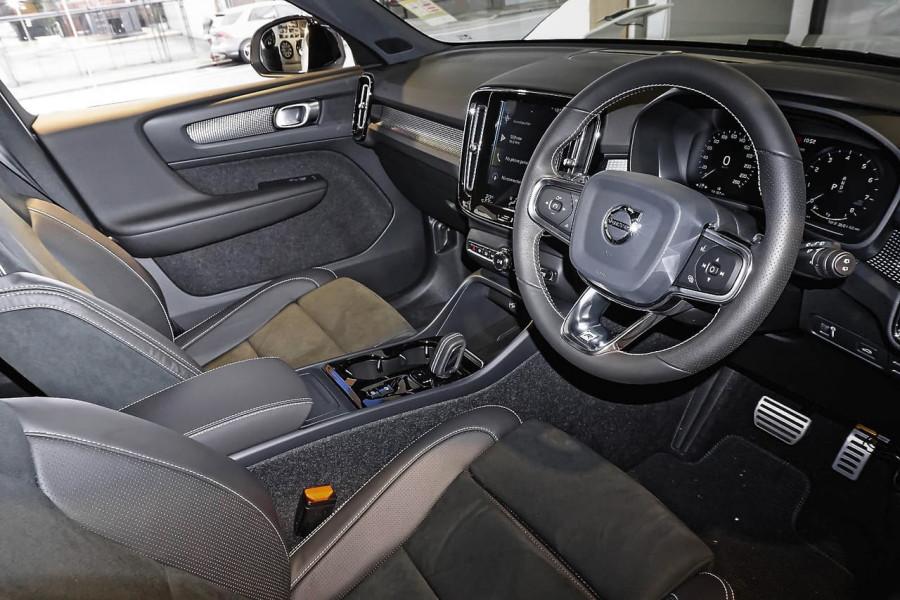 2019 Volvo XC40 T5 R-Design Suv Mobile Image 5