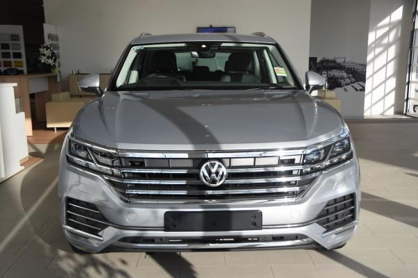 2020 Volkswagen Touareg CR 190TDI Premium Suv Image 2