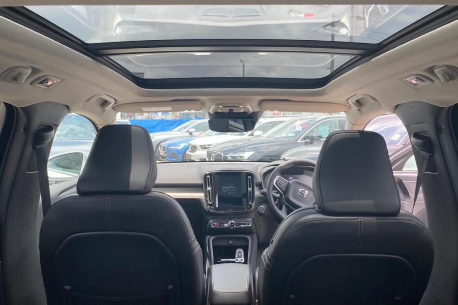 2020 Volvo XC40 XZ T4 Inscription Suv Mobile Image 3