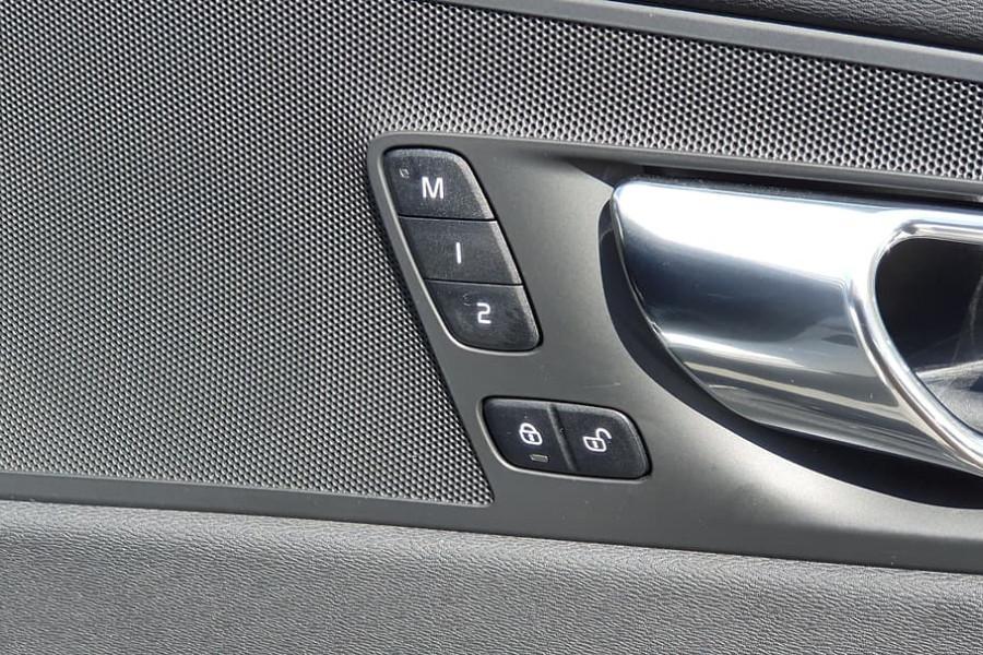 2019 Volvo XC60 UZ D5 R-Design Suv Mobile Image 17