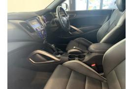 2017 Hyundai Veloster FS5 Series II SR Hatchback Image 5