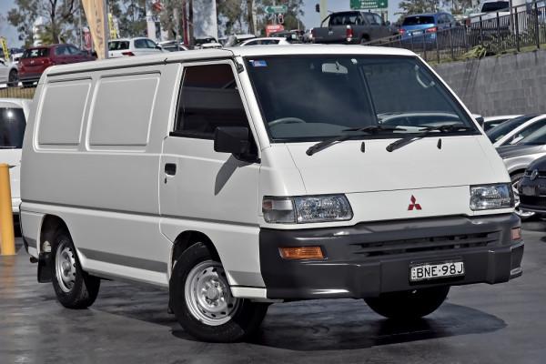 Mitsubishi Express SJ