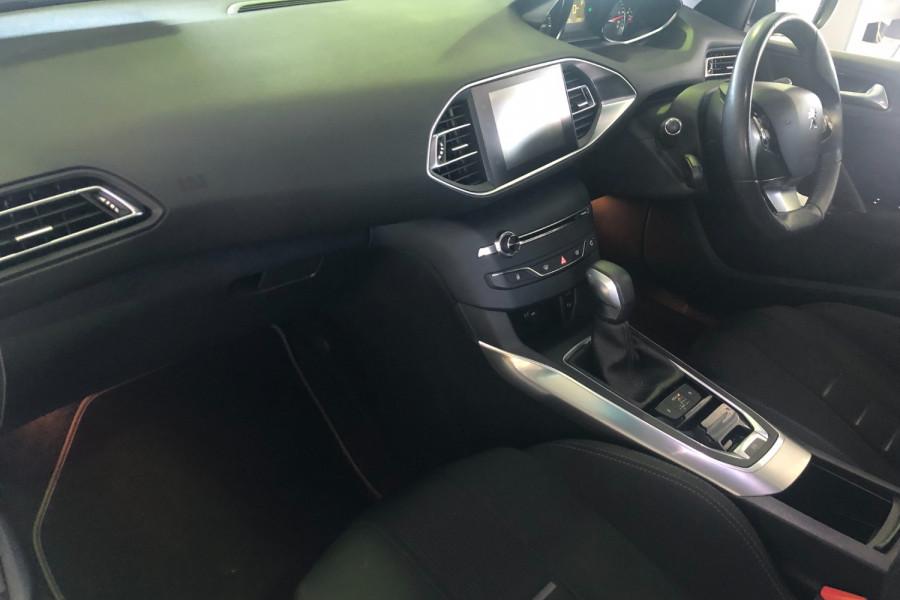2014 Peugeot 308 Wagon Image 12