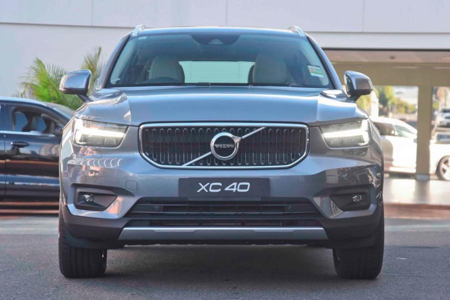 2019 Volvo XC40 T4 Momentum Suv Mobile Image 2