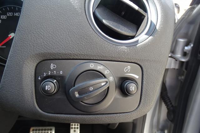 2014 Ford Mondeo Titanium Hatch 12 of 21