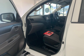 2017 Mitsubishi Triton MQ MY17 GLX Utility Image 4