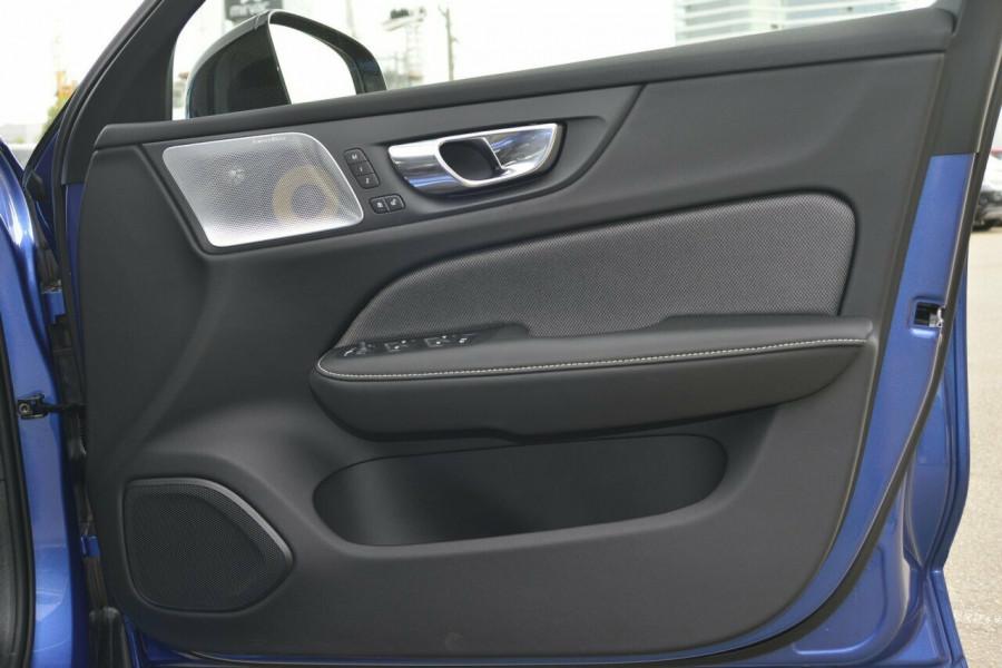 2019 Volvo S60 T5 R-DESIGN Sedan Image 5