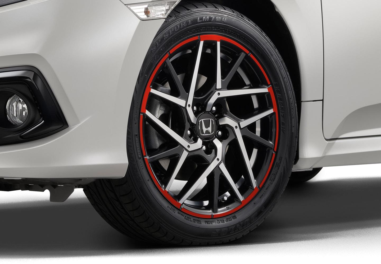 "<img src=""17-inch Alloy Wheels Red Stripe"