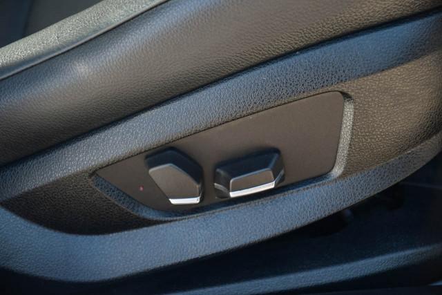 2012 BMW 5 Series F10 MY12 520d Sedan Image 12
