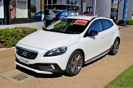 Volvo V40 Cross Country T5 - Luxury M Series  T5