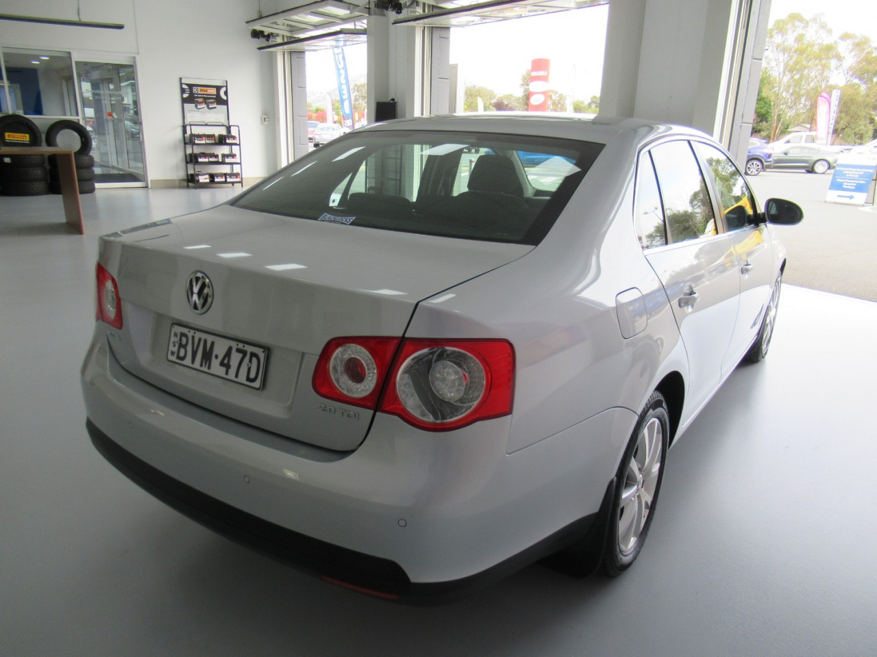 2010 Volkswagen Jetta 1KM MY10 103TDI Sedan Image 5