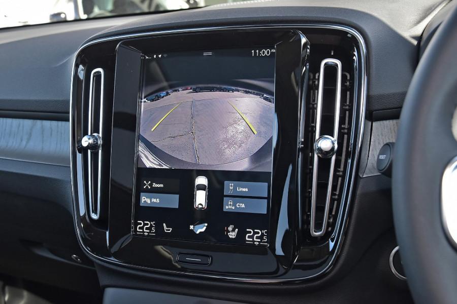 2019 Volvo XC40 XZ T4 Inscription Suv Mobile Image 14