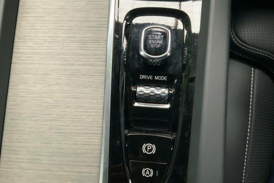 2018 MY19 Volvo XC60 246 MY19 T5 Inscription (AWD) Suv Mobile Image 17