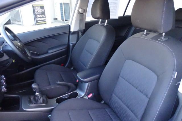 2014 Kia Cerato Hatch S 7 of 25