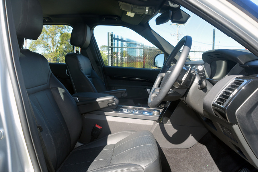 2018 MY19 Land Rover Discovery Series 5 SE Suv Mobile Image 14