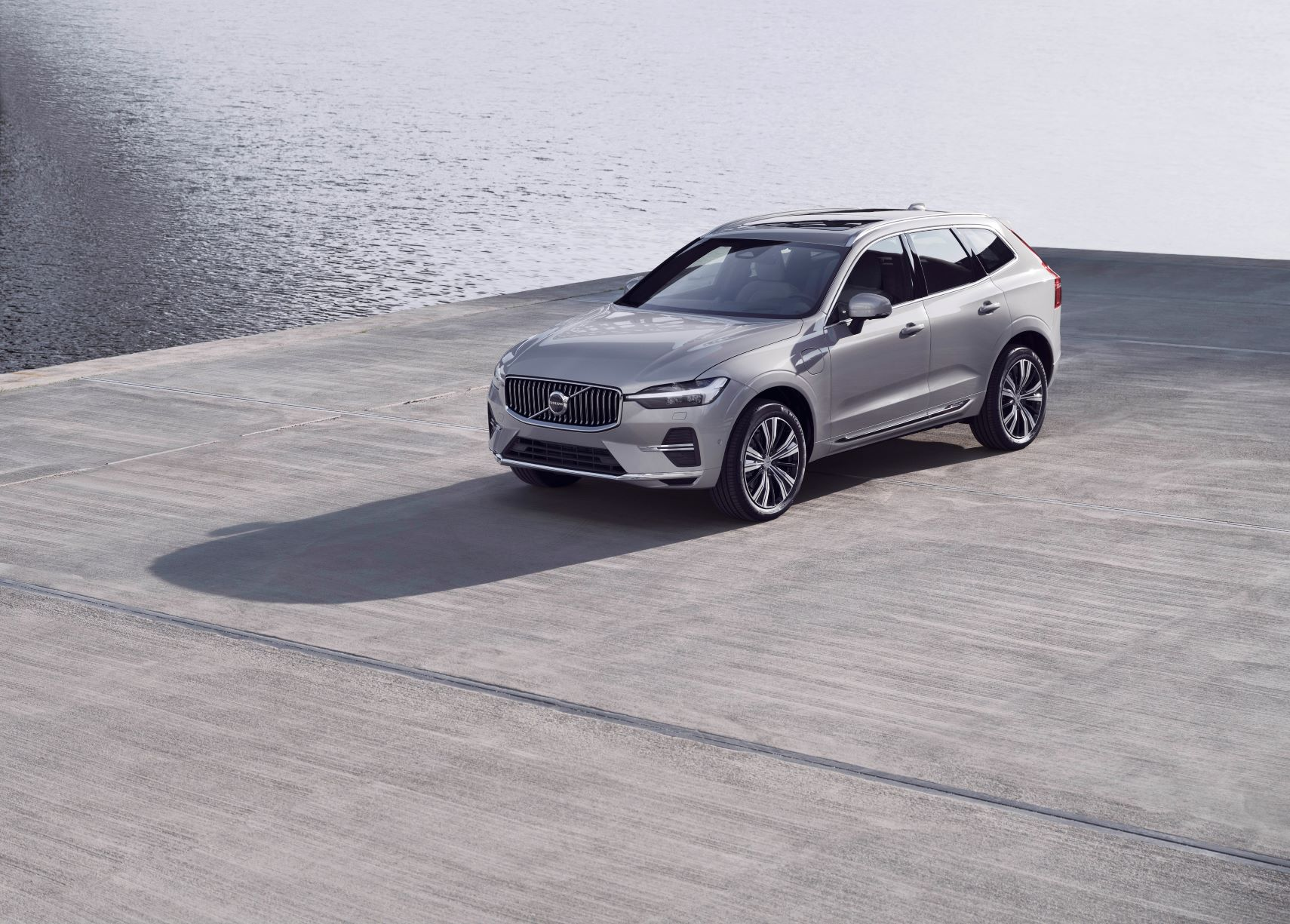 Purchase a new Volvo XC60 or XC90 before September 30 and you will receive 5 years / 75,000 km complimentary scheduled servicing^. Also receive our standard 5 years unlimited km warranty*.