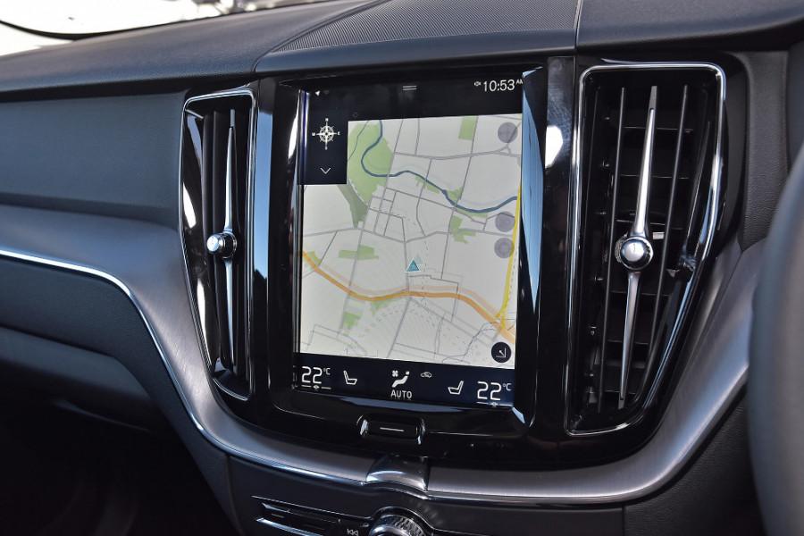 2019 Volvo XC60 UZ D4 Momentum Suv Mobile Image 12